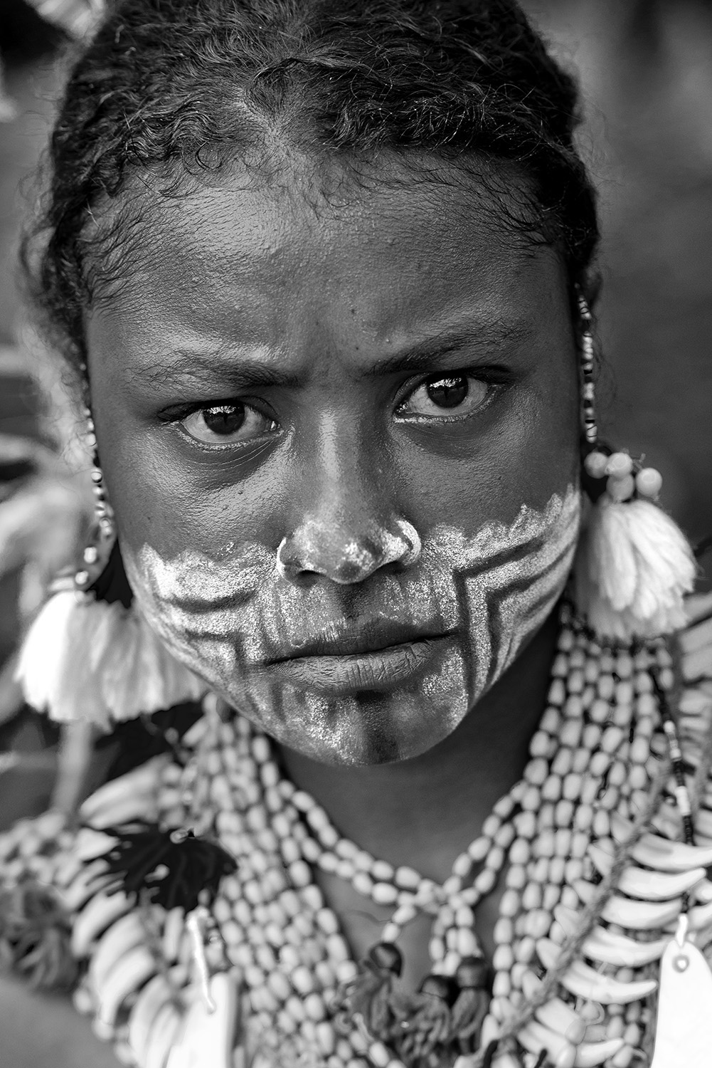 image of AARONTAIT COPYRIGHTED 2014 266 PNG PAPUA NEW GUNIEA DOCUMENTARY PHOTOGRAPHER BLACK WHITE PORTRAIT TRIBAL TRADITIONAL TRAVEL PHOTOGRAPHER GIRL